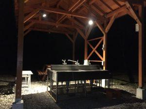 夜の炊事場